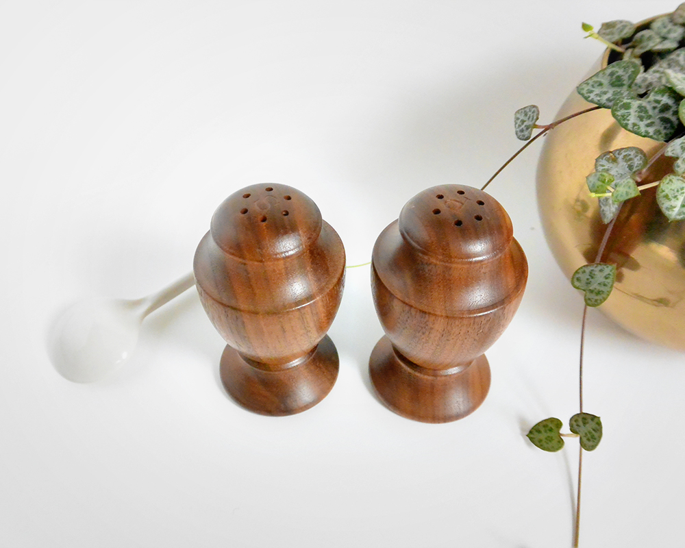 wood_saltpepper_shakers_5